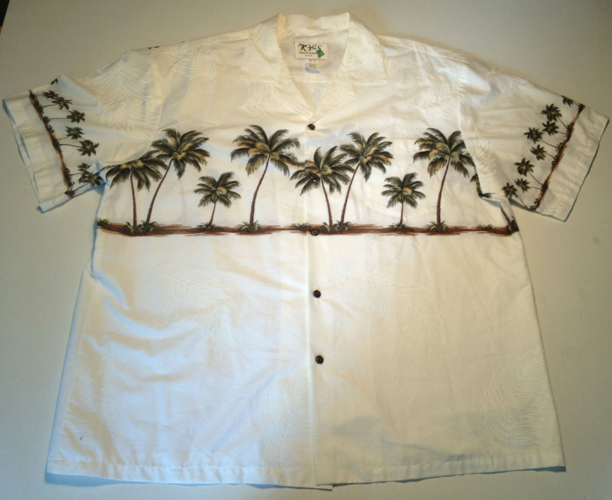 This shirt has a great classic palm tree pattern with a palm frond background pattern.  Concitering this shirt is almost 50 years it is in excellent condition with no visible flaws.