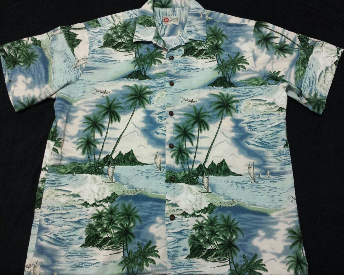 This well designed short sleeve Hawaiian shirt with the tradition Hawaiian collar, trade maker large left chest pocket which blends flawless with the design