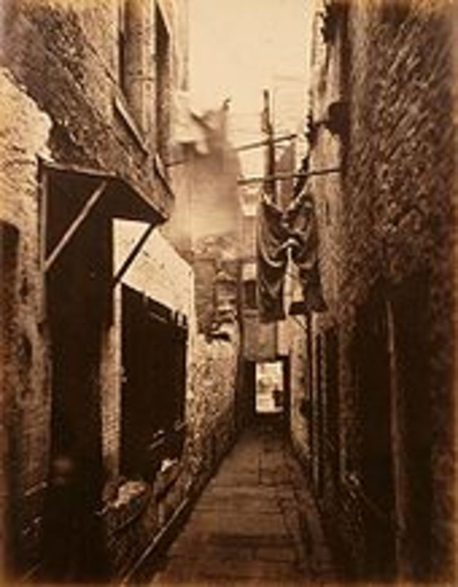 Slums in England reflect the social decay taking root in the Victorian Era.