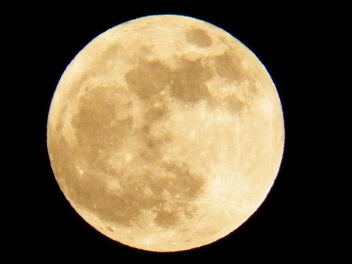 Can the full moon affect our behavior?