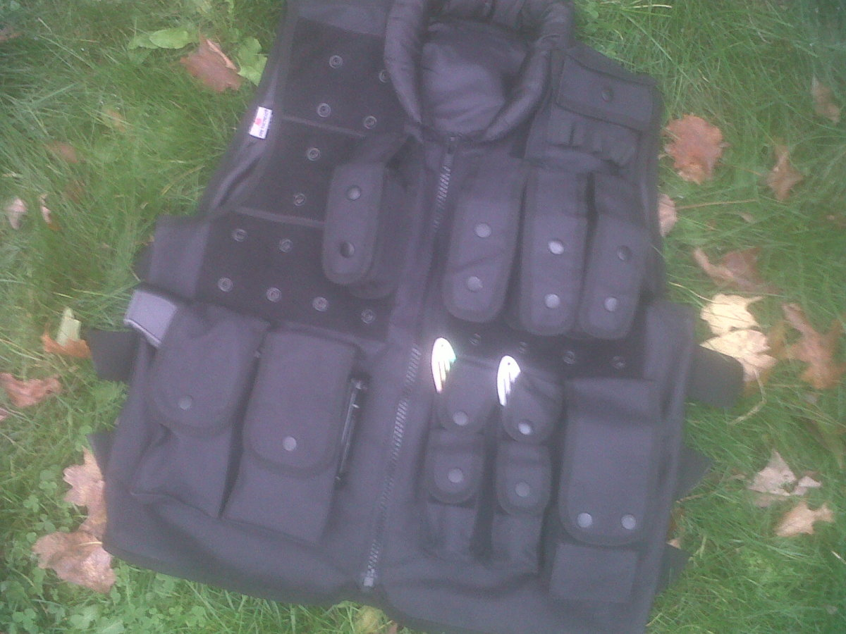 A light-weight tactical vest
