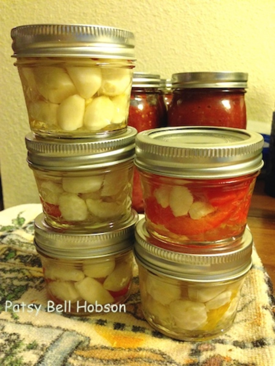 Peeled and pickled, these mild garlic cloves can be substituted for fresh garlic cloves in most recipes.