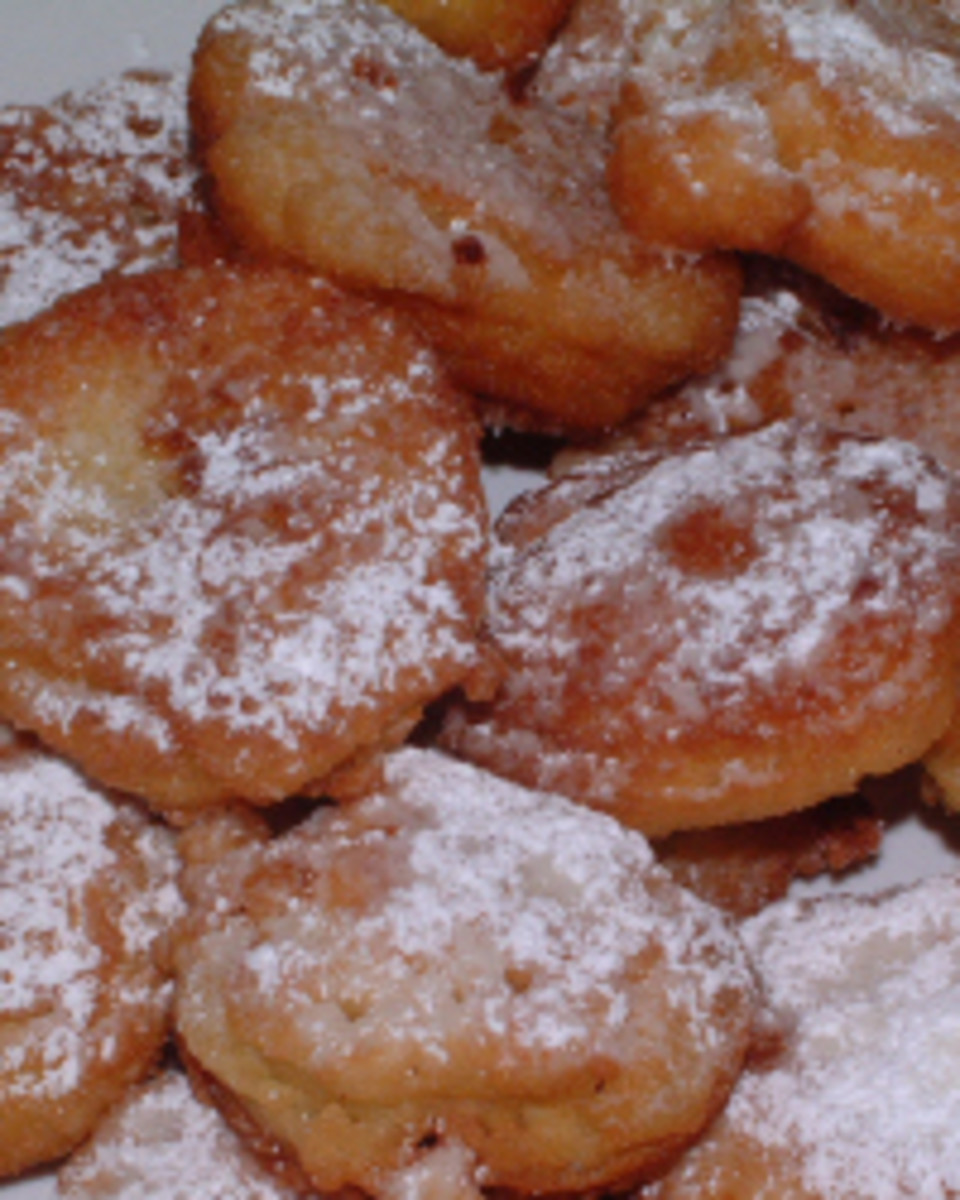 hot apple fritters