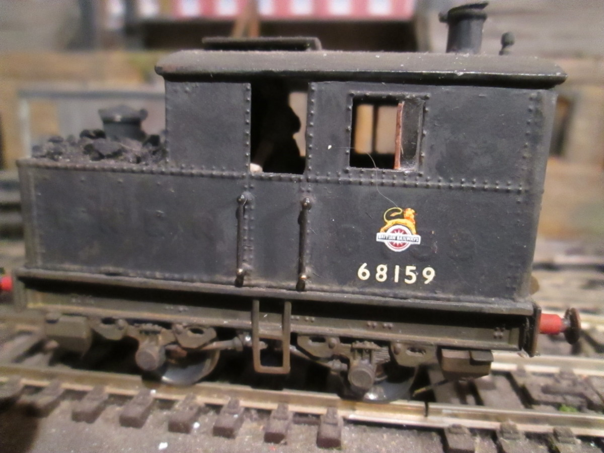Sentinel 'coffee pot- boiler shunter stands next to loco sand wagons at end-shunt - kit assembled by Stephen Siddle of DOGA