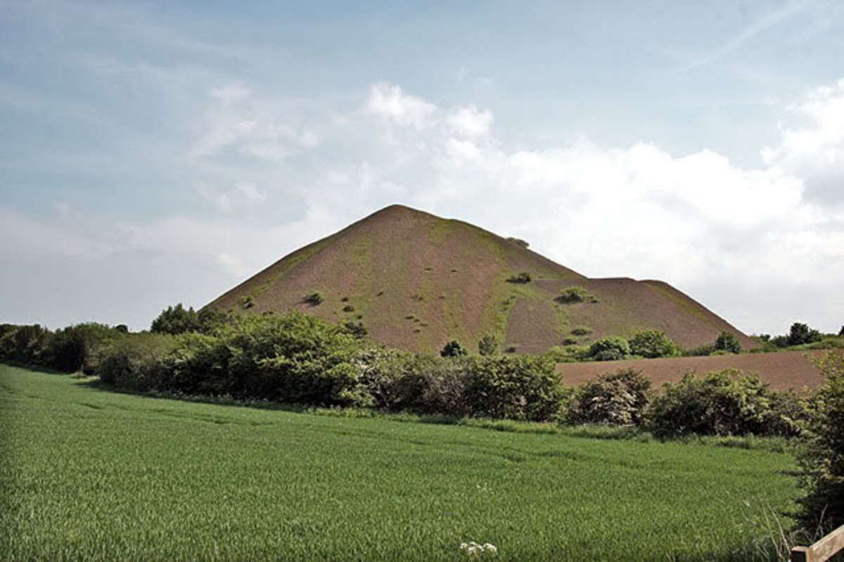 This was the afore-mentioned Kilton mine slagheap in East Cleveland, a landmark not particularly missed. Since this picture was taken, the material has been used for road surfacing (many of the roads around the area have a distinct dark red hue)