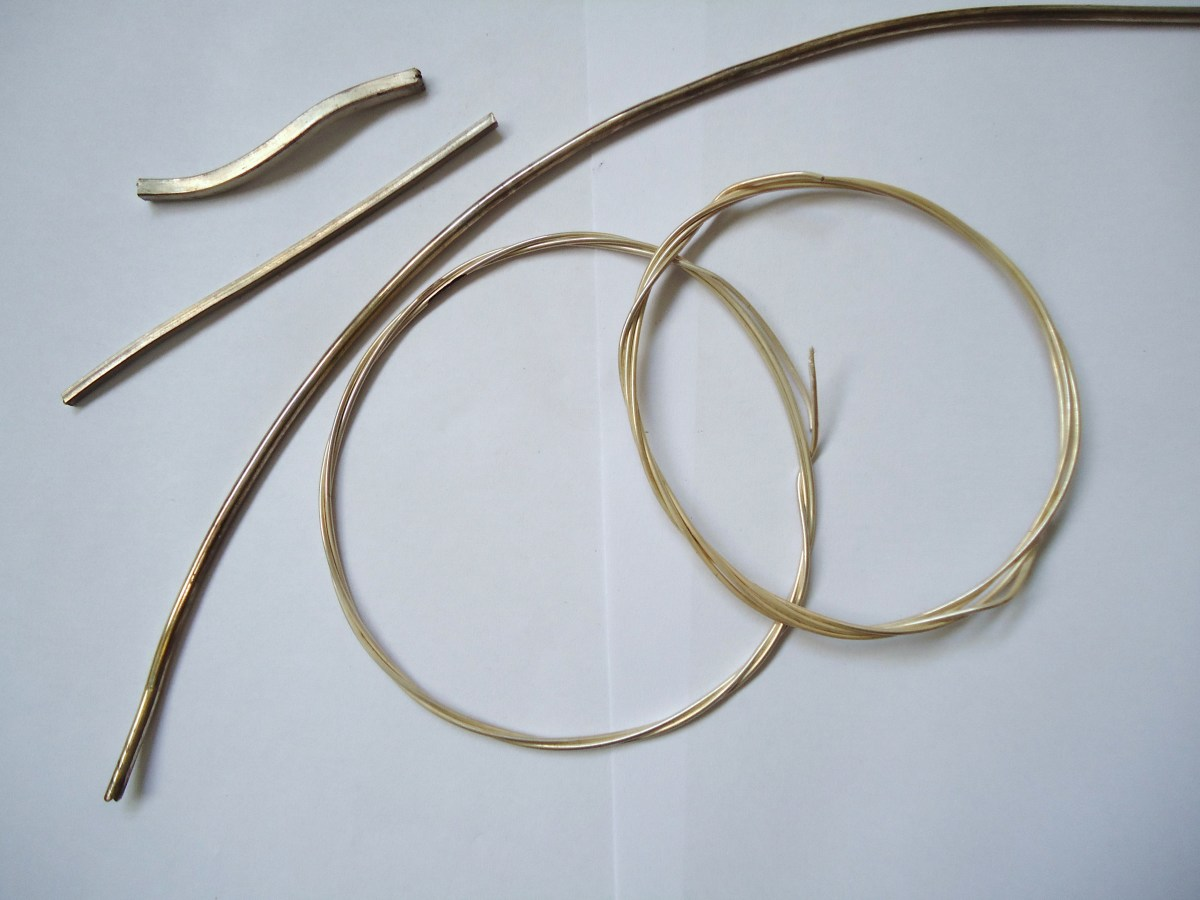 Wire for jewellery making is available in many types and diameters.