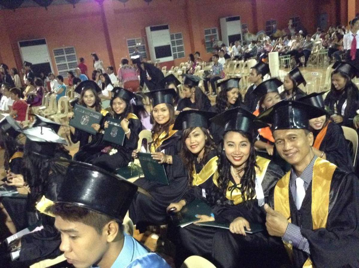 BA and BSBA graduates of St. Louie Anne College, 2014