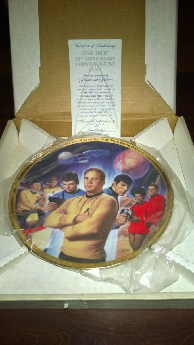 This stunning Hamilton Collection Star Trek plate is bordered in 23k gold, and the artwork by Thomas Blackshear II  of the crew is very life like and remarkable. This beautiful Star Trek plate came in its original box with certificate of authenticity
