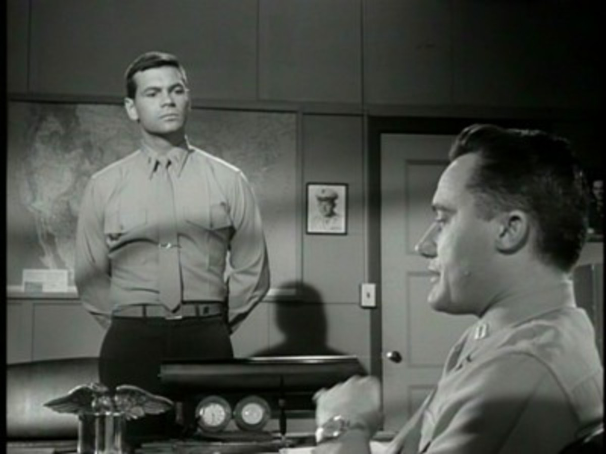 Gary Lockwood and Robert Vaughn in The Lieutenant