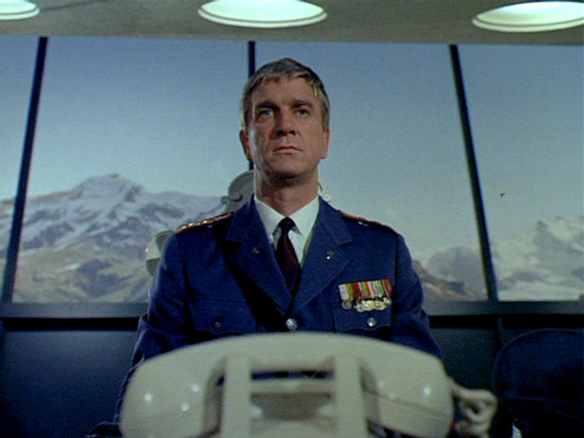 Leslie Nielsen  in The Seven Wonders of the World Affair
