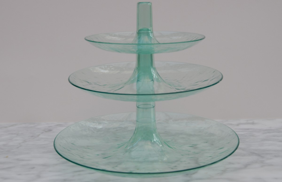 Plastic cake stand with stacking shelves