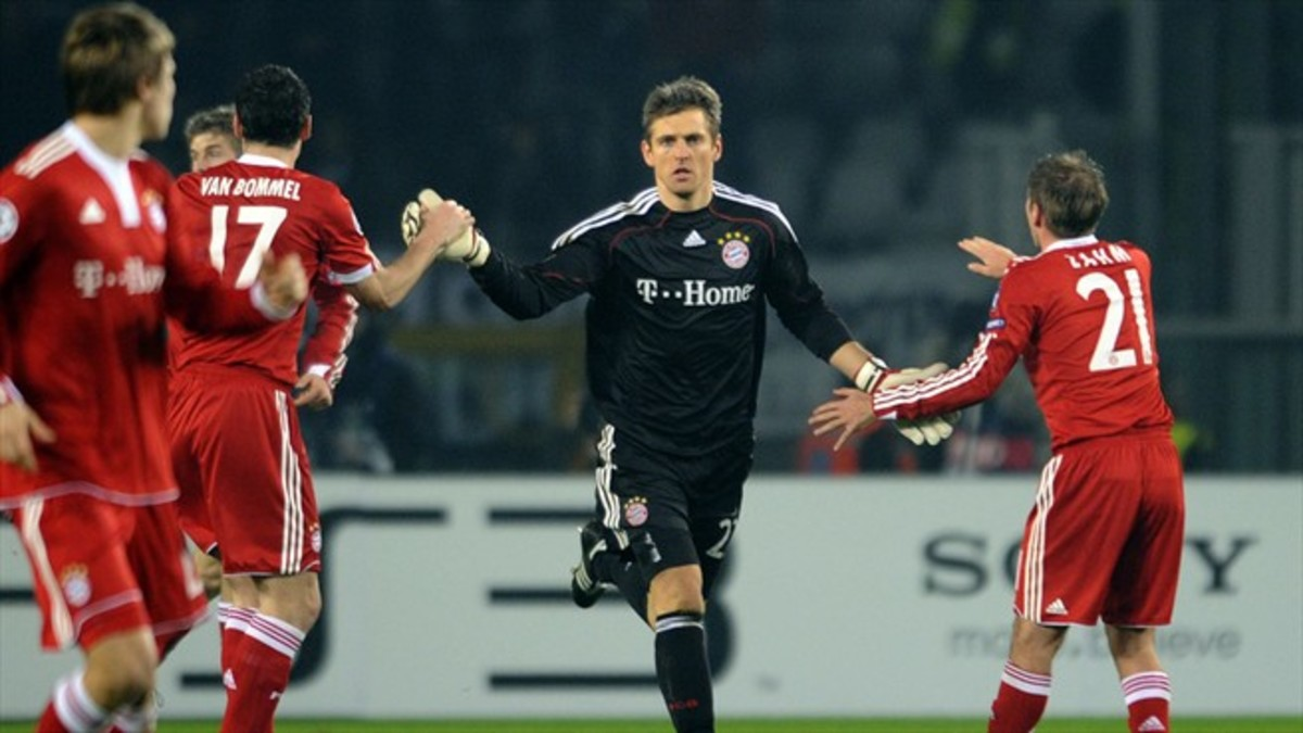 Hans-Jörg Butt congratulates Mark van Bommel (17) and Philip Lahm (21) in a 2009 UEFA Champions League match. Butt scored 32 career goals, including three penalties in the Champions League, all coming against Juventus.