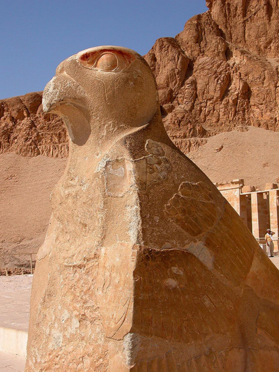 Statue of Horus at Deir el-Bahri, Egypt.