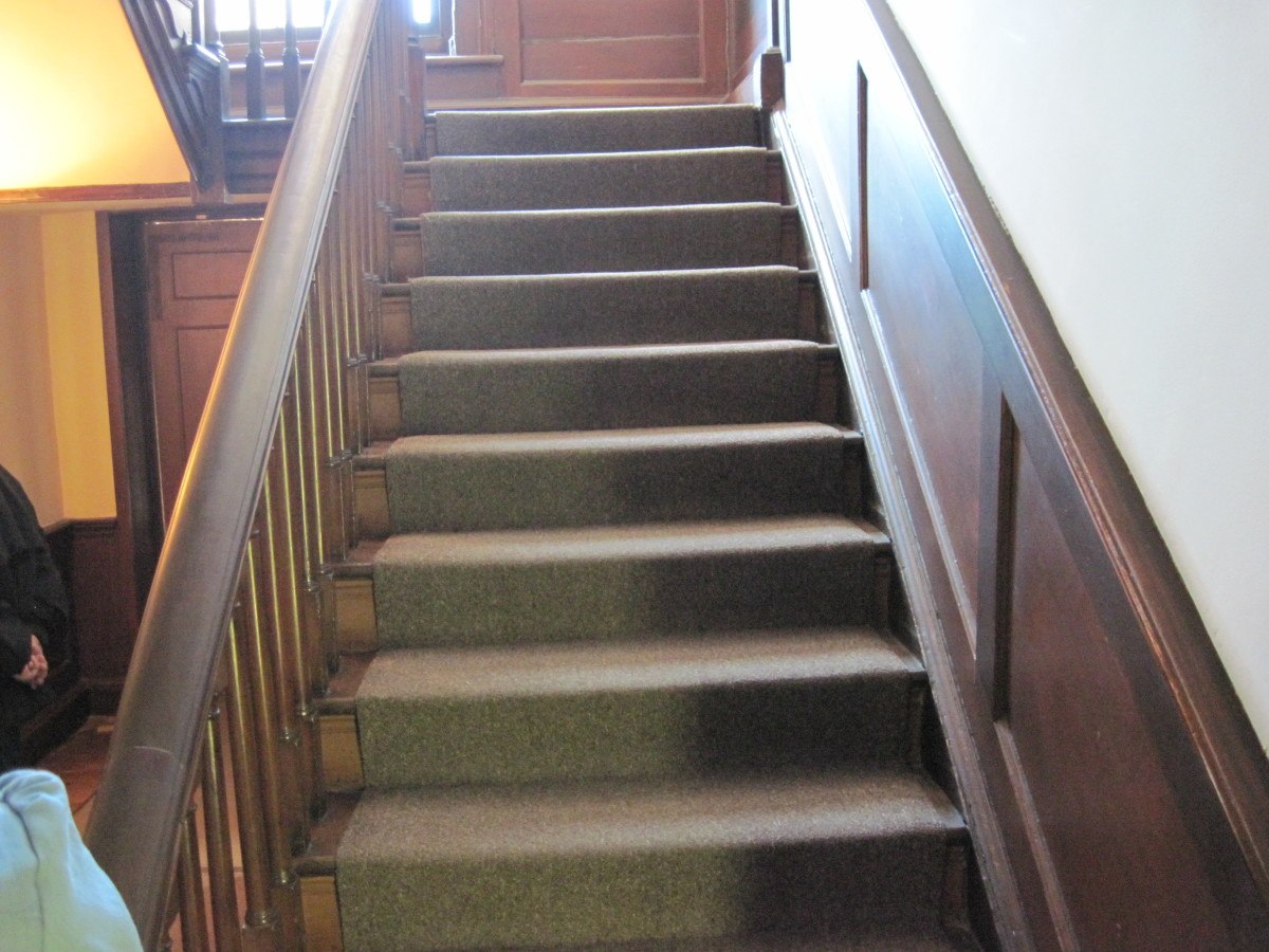 Staircase In Heyward-Washington House