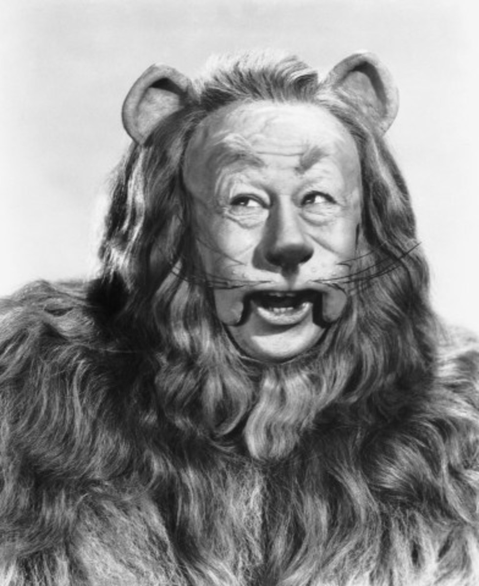 Daws Butler based his Snagglepuss voice on that of Bert Lahr's Cowardly Lion from MGM's The Wizard of Oz.