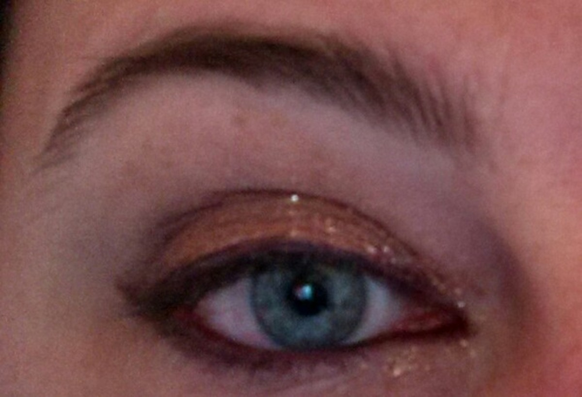 Burnished Bling shadow over eyelid with its glitter used as a highlight over eyelid and in the corner of the eye