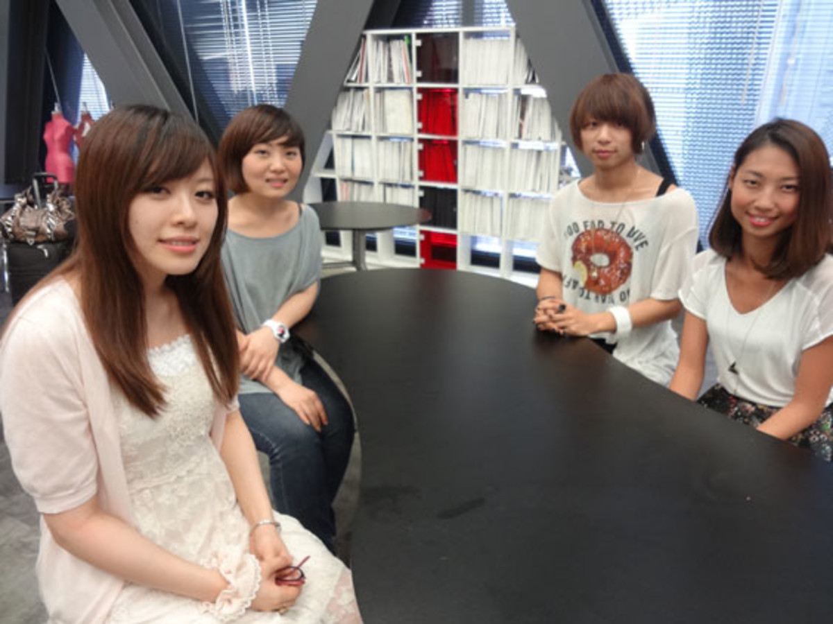 This is a group of students from China and Taiwan, who came to Japan to study fashion design.