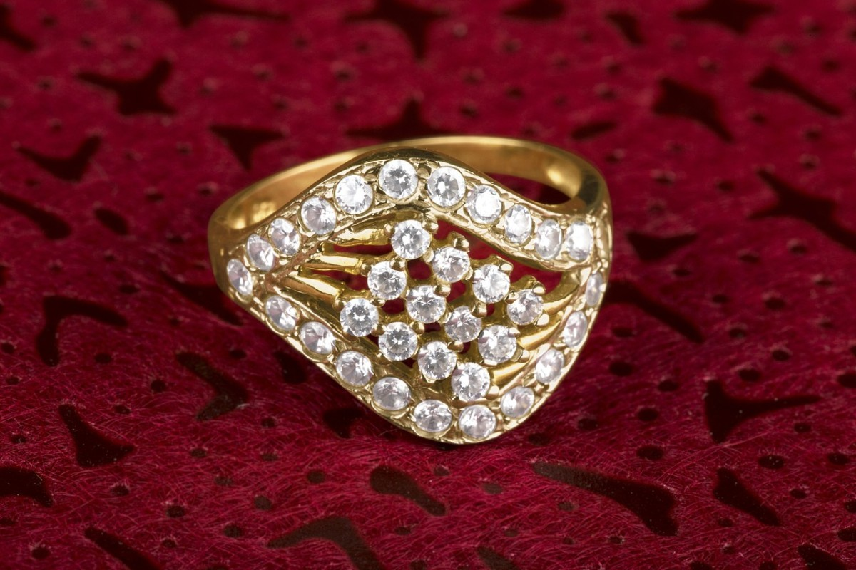 10-best-places-to-hide-expensive-jewelry-at-home