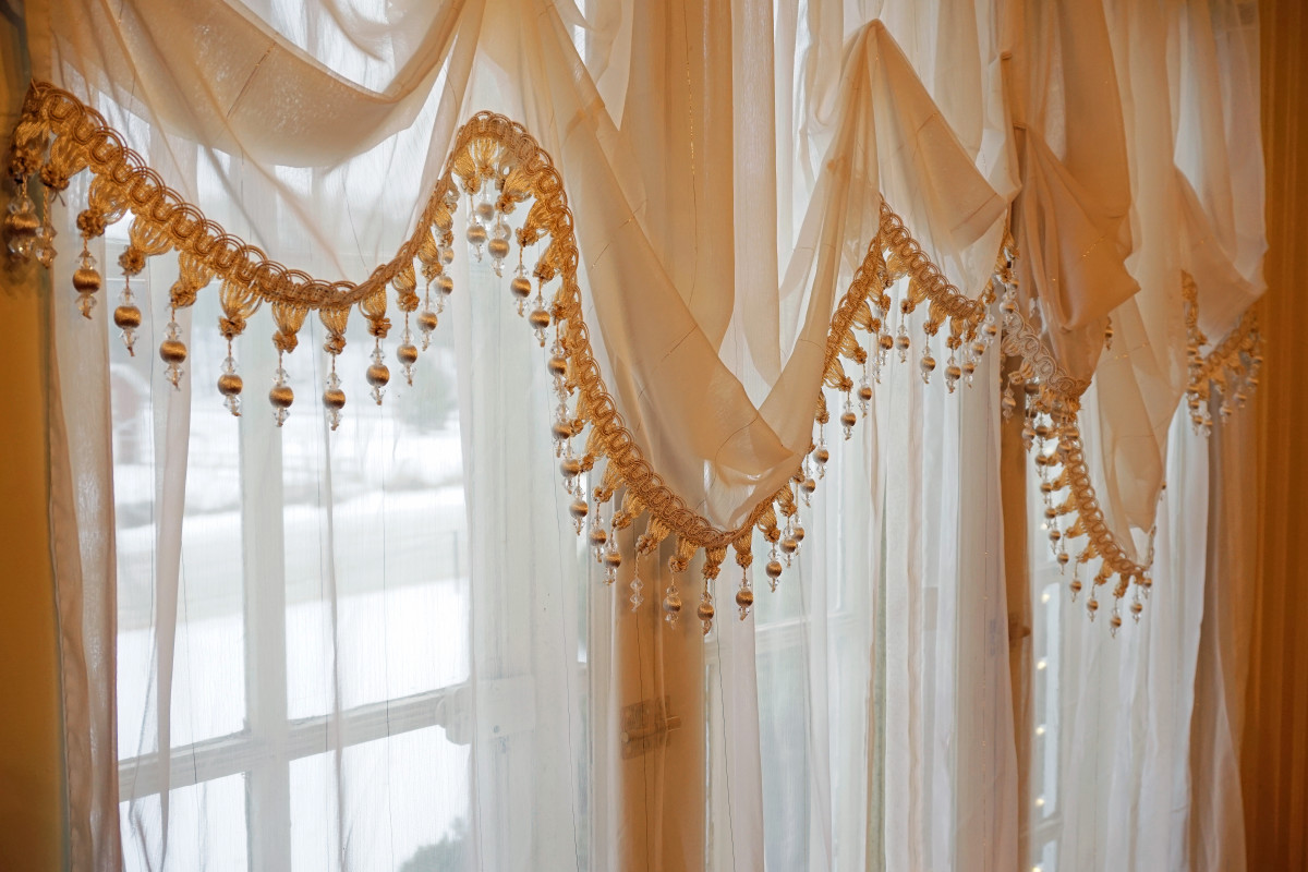 Felt Mansion Time-Period Curtains in Breakfast Room