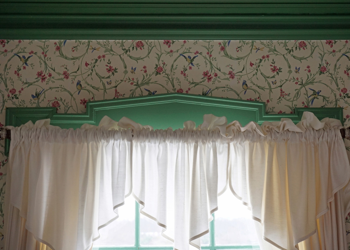Felt Mansion Daughter's Green Bedroom Window Molding Detail