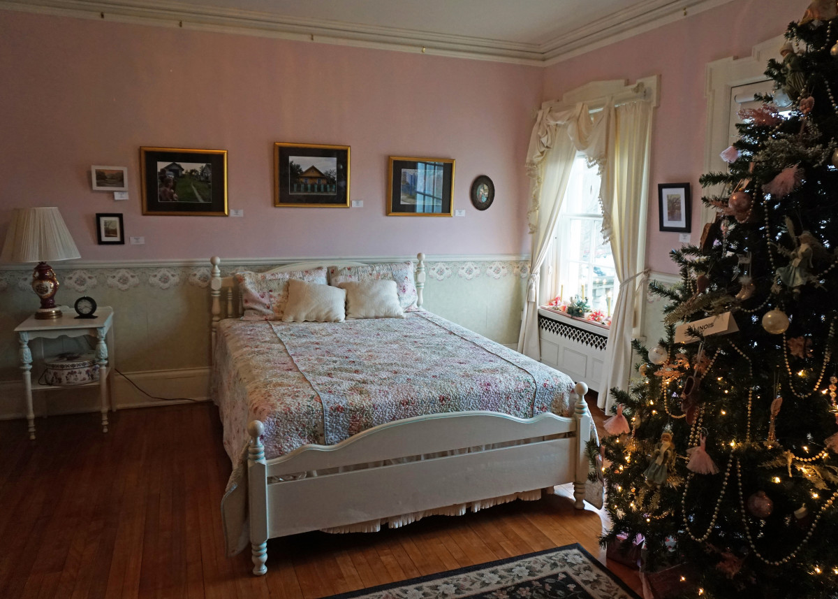 Felt Mansion Daughter's Pink Bedroom