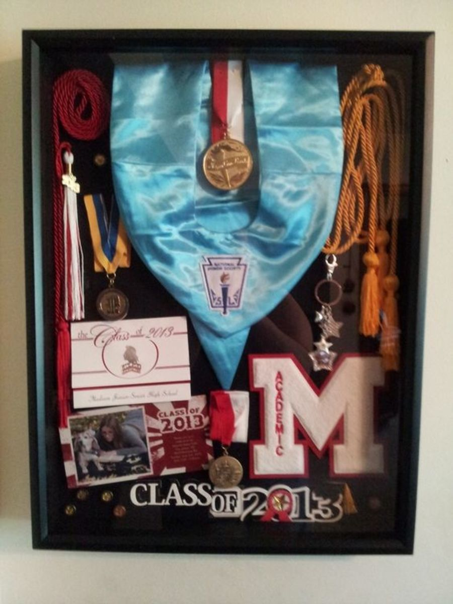 Graduation Memorabilia | DIY College Graduation Decoration Ideas
