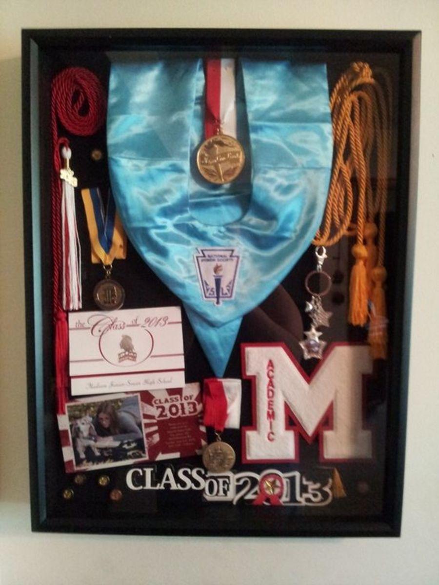 Graduation Memorabilia | DIY College Graduation Decoration Ideas