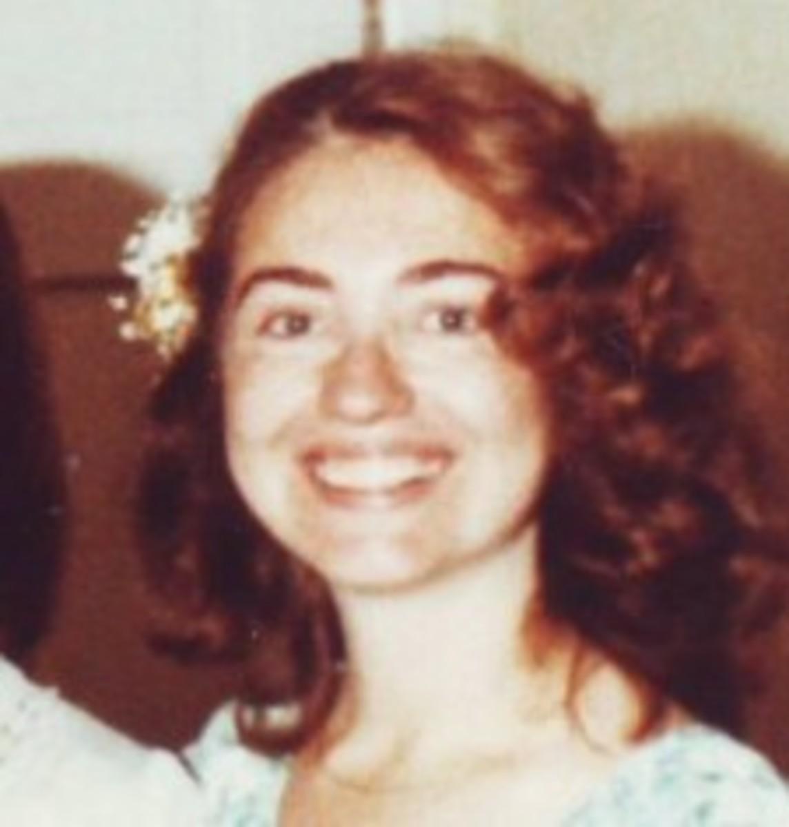Hillary Clinton's not-so-narrow face.