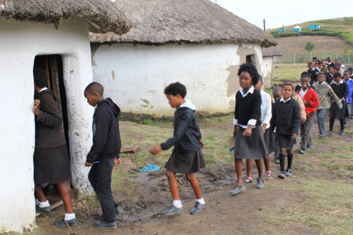 Soouth African African Mud School - Insead Of The Government Improving These, Our People Fight to Go To Better Schools Run by Whites, Indians and Coloreds