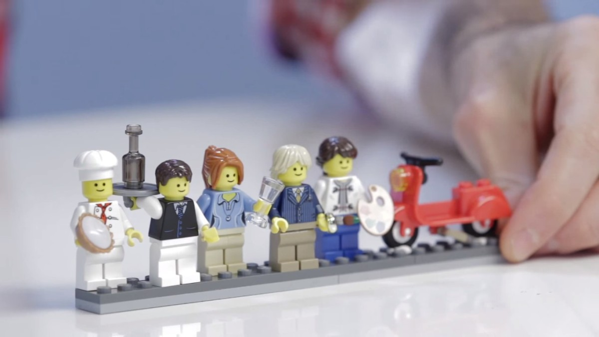 LEGO Creator Parisian Restaurant Modular Building | The cast of characters that populate the building includes 5 minifigures.