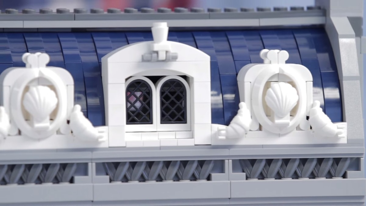 LEGO Creator Parisian Restaurant Modular Building | look at the nice feathers on the frontier and white croissants that create such a nice little detail on the front!
