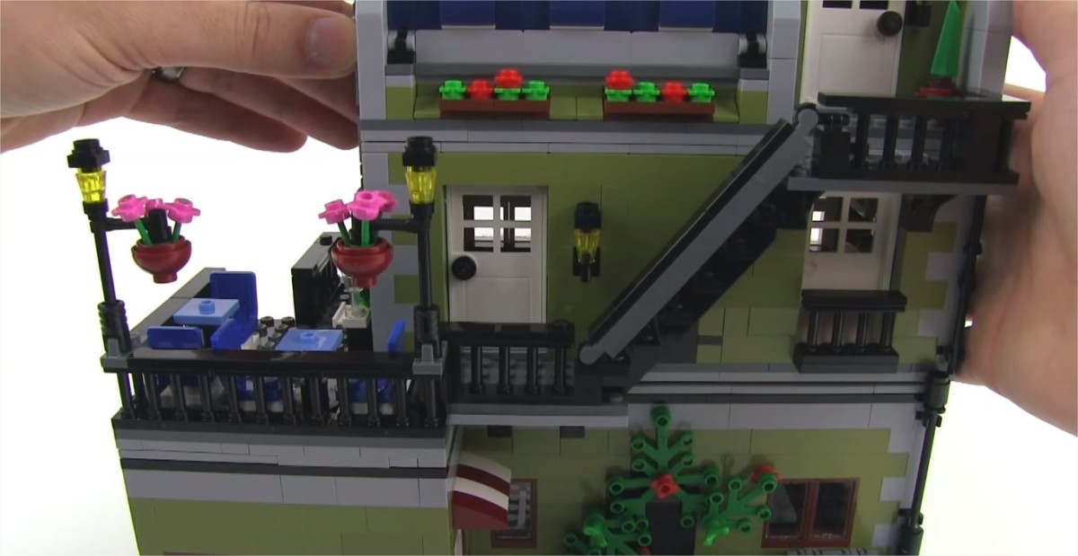 LEGO Creator Parisian Restaurant Modular Building |  On the second floor, there's a small balcony and another door on the side which gives you access to the larger balcony (a second dining area).