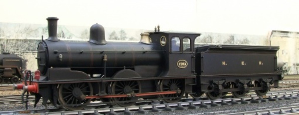 This is the London Road Models' Wilson Worsdell Class P1/LNER J25 in NER livery. Both Class P/P1 locomotives were unfitted, with three-link couplings for wagons or other rail vehicles away from the main line