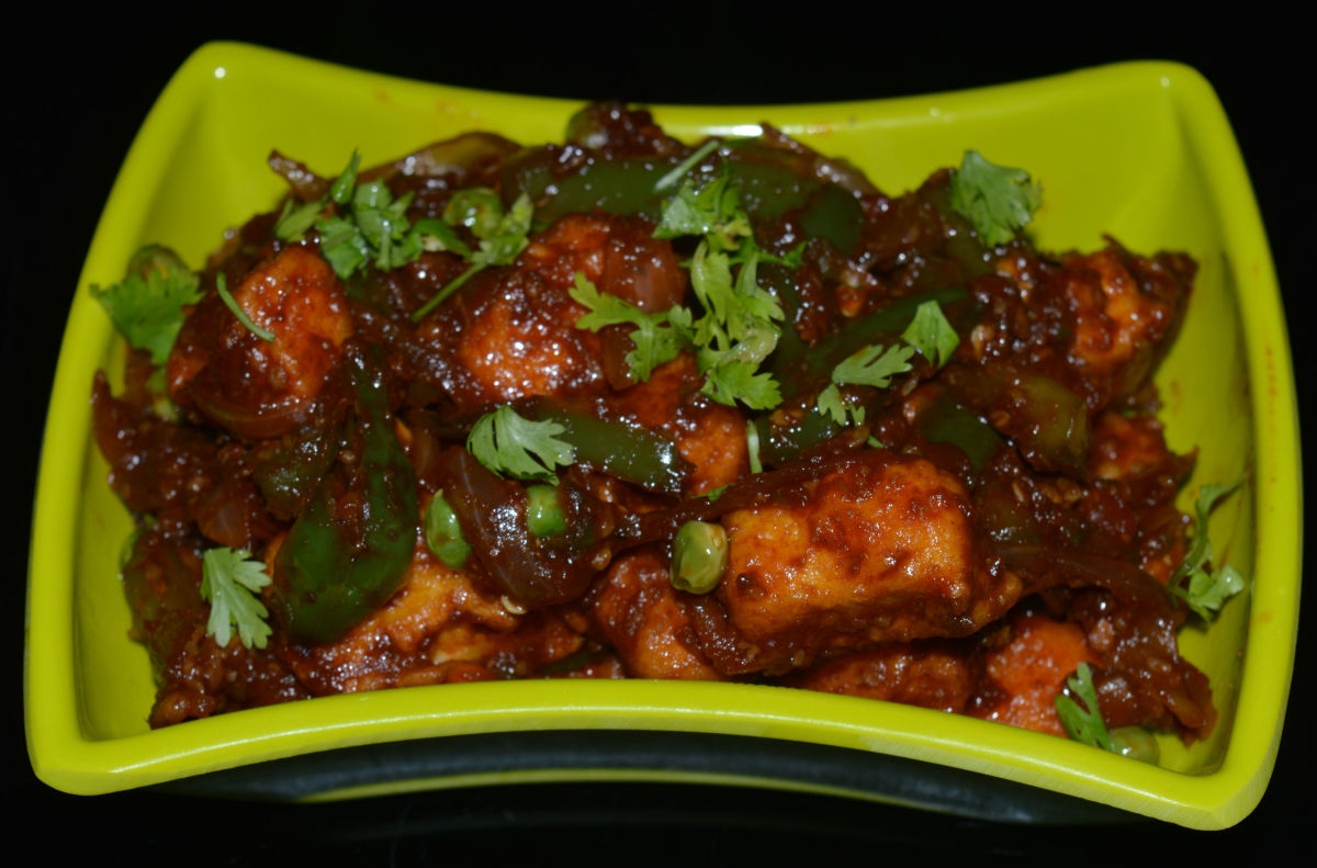 Chilli paneer in a serving bowl