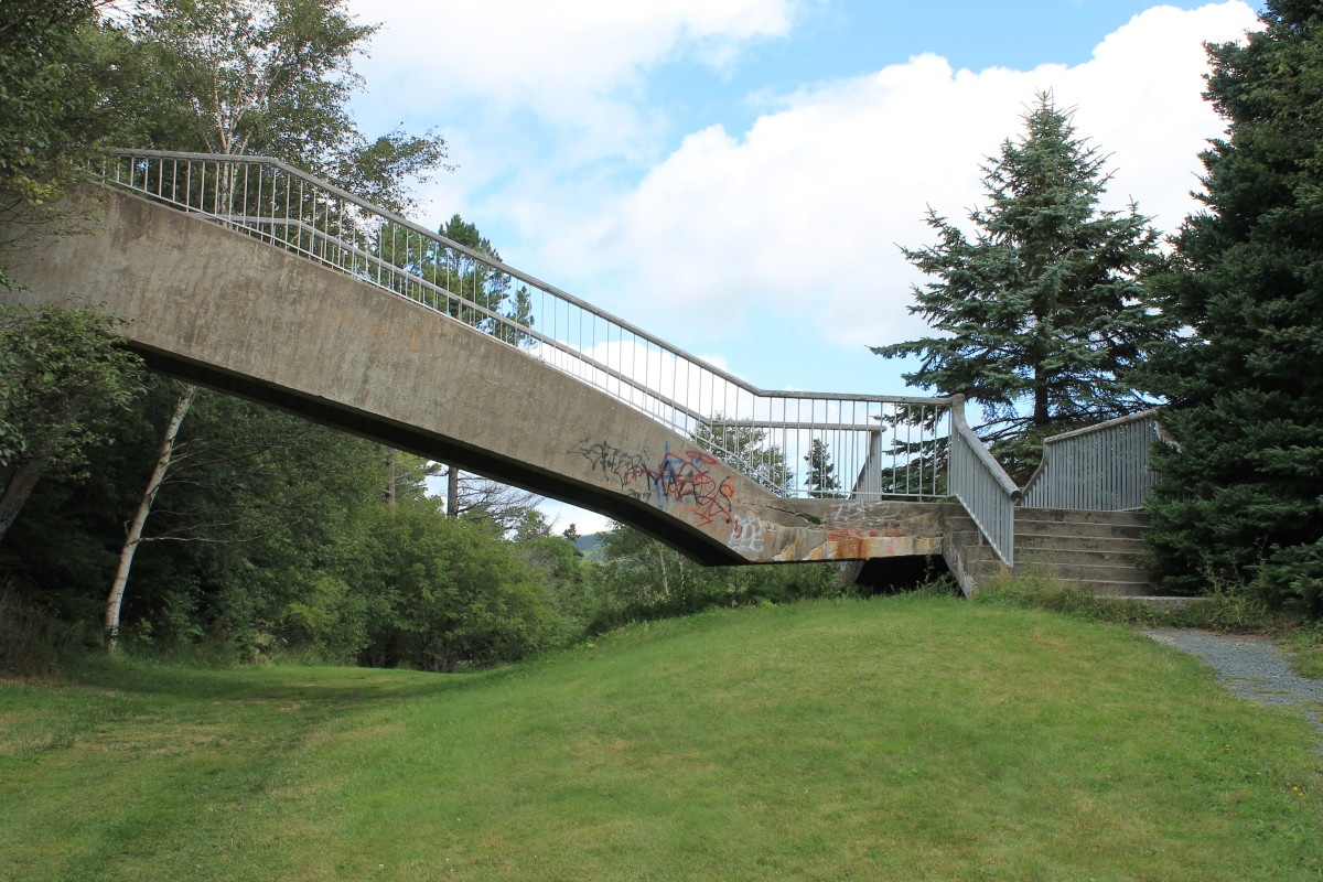 The south end of the pedestrian overpass; it can be clearly seen where the bridge is not anchored to the ground on this end but actually appears to hover just above it.
