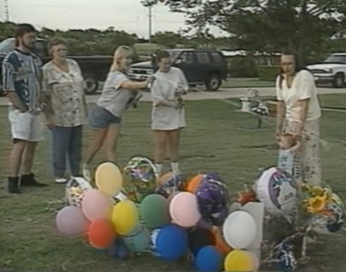 Although a private memorial service had taken place minutes earlier, images of Darlie smiling and laughing and spraying silly string on Devon's grave on his 7th birthday didn't sit well with observers. This was only 8 days after his brutal murder.