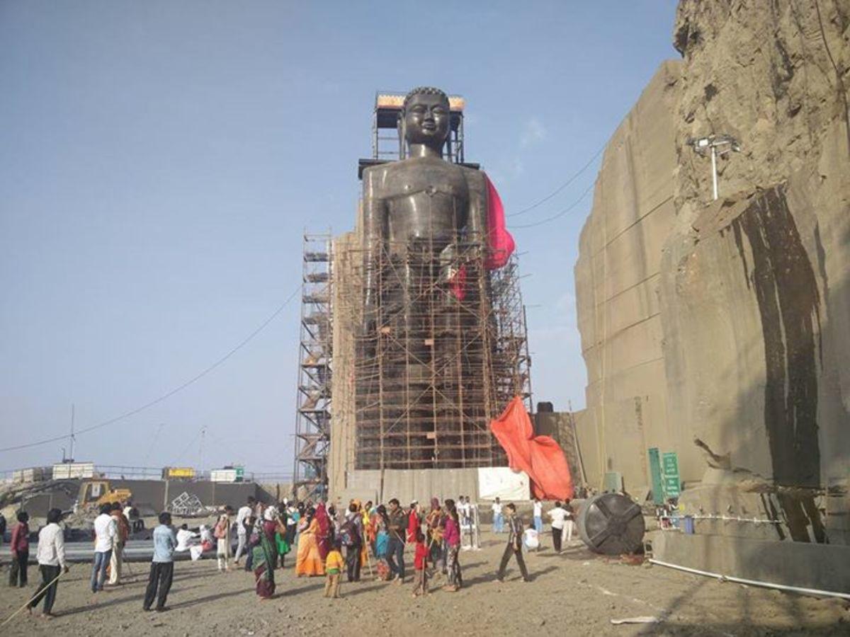 Tirthankara, Rishabhanatha statue of Dhule, Maharashtra