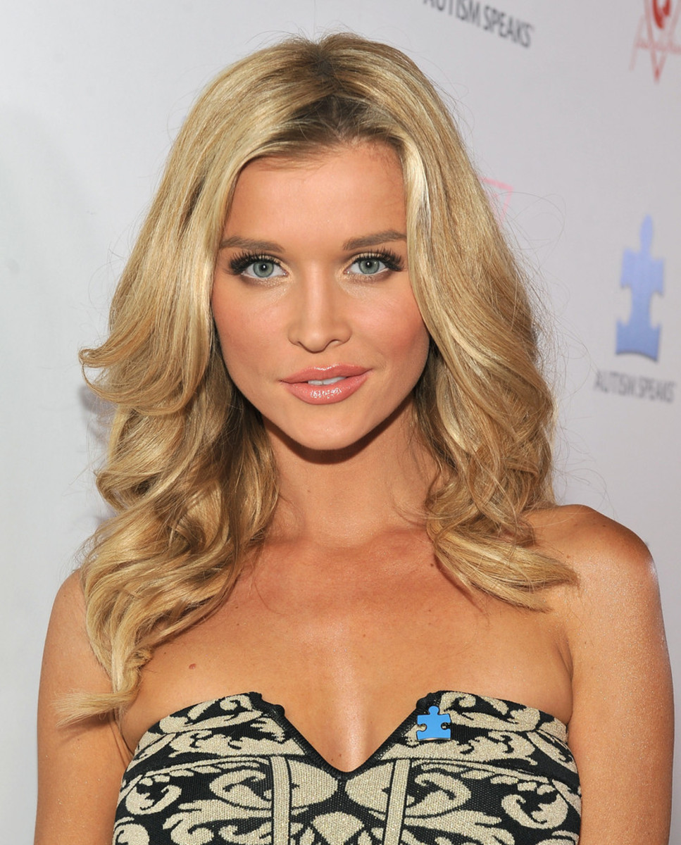 Joanna Krupa at an event to raise awareness for autism (2013).