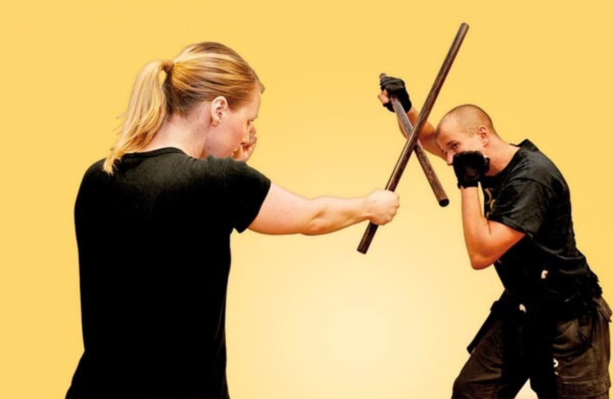 "Here you see two practitioners of Eskrima, the defender demonstrating a ""roof block"", the attacker delivering what is commonly called a ""1 line"" in many systems."