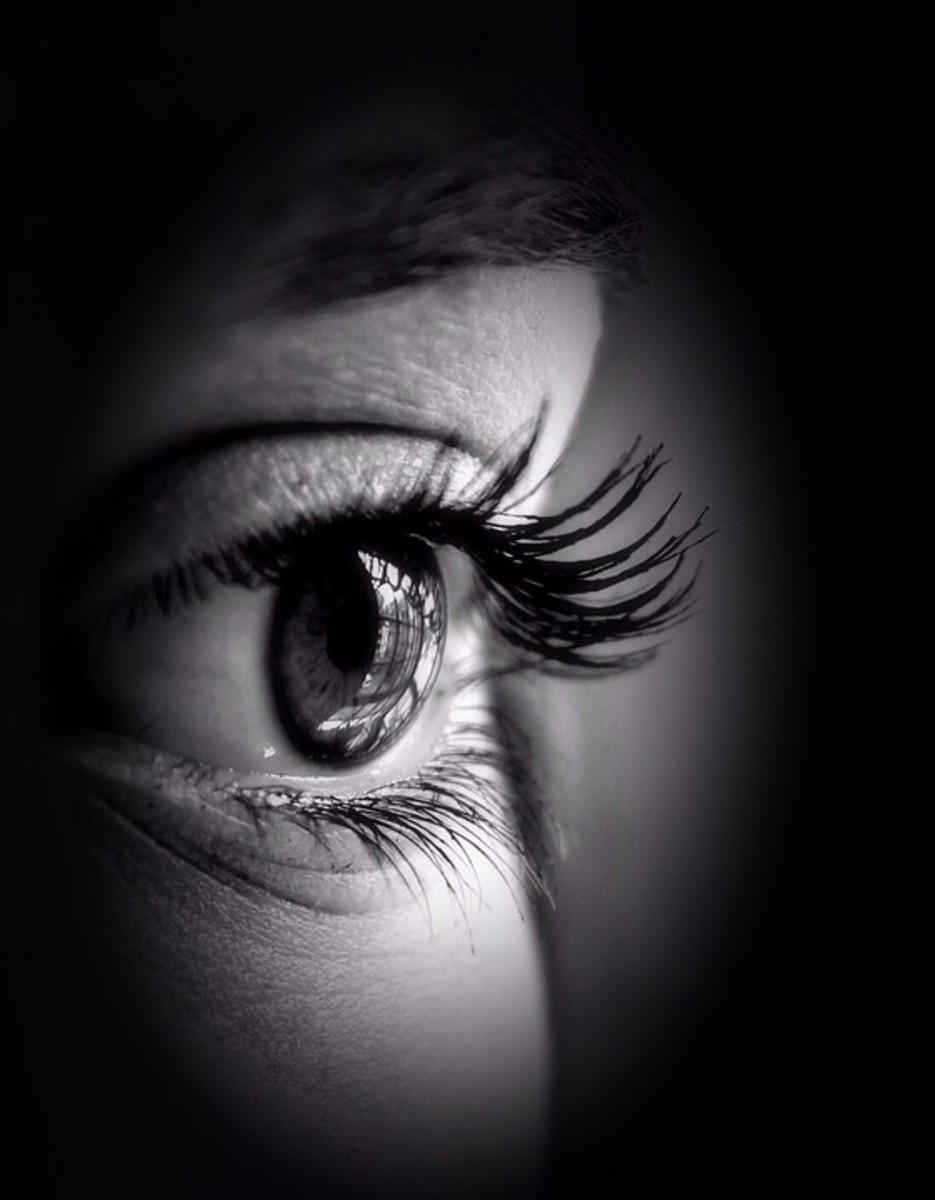 Symptoms of Trichiasis and Medical Treatment for Ingrown Eyelash