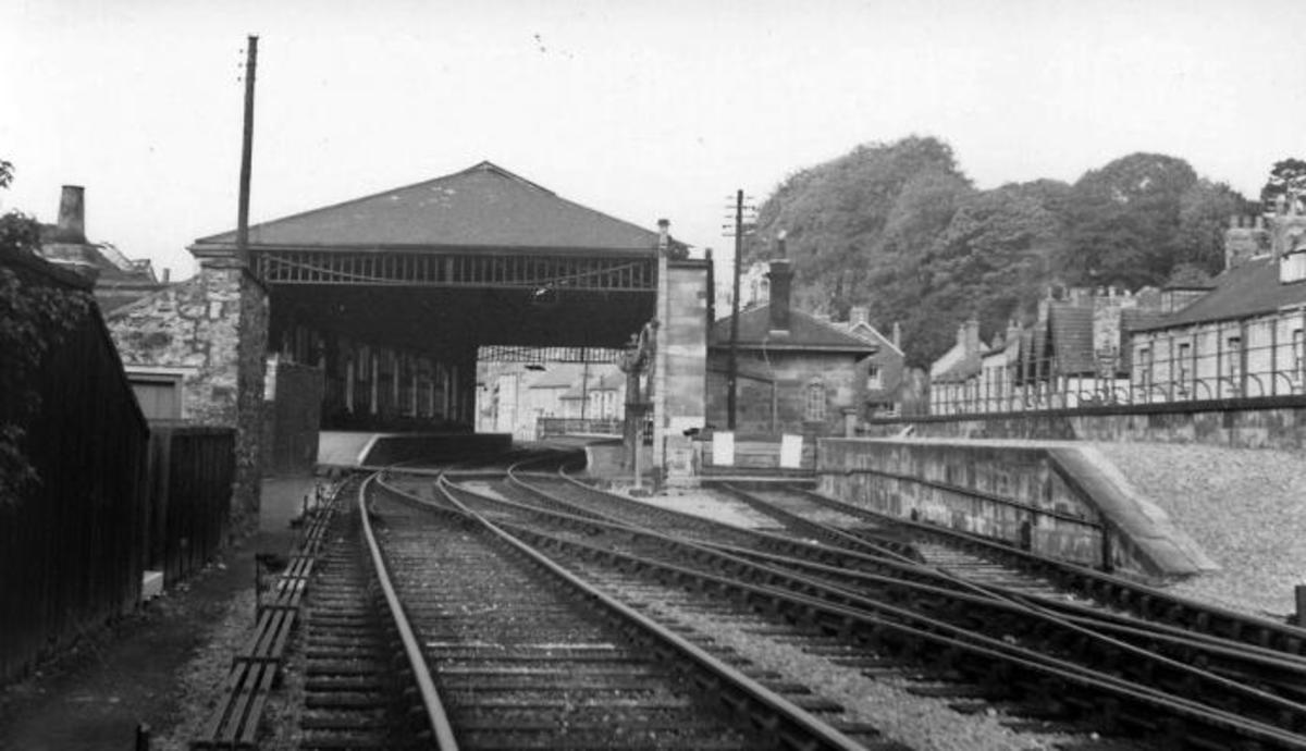 The view north to Pickering's G T Andrews designed station with the overall roof that was taken down in 1952 and replaced with awnings. The overall roof was replaced 2011 by the NYMR to Andrews' original drawings