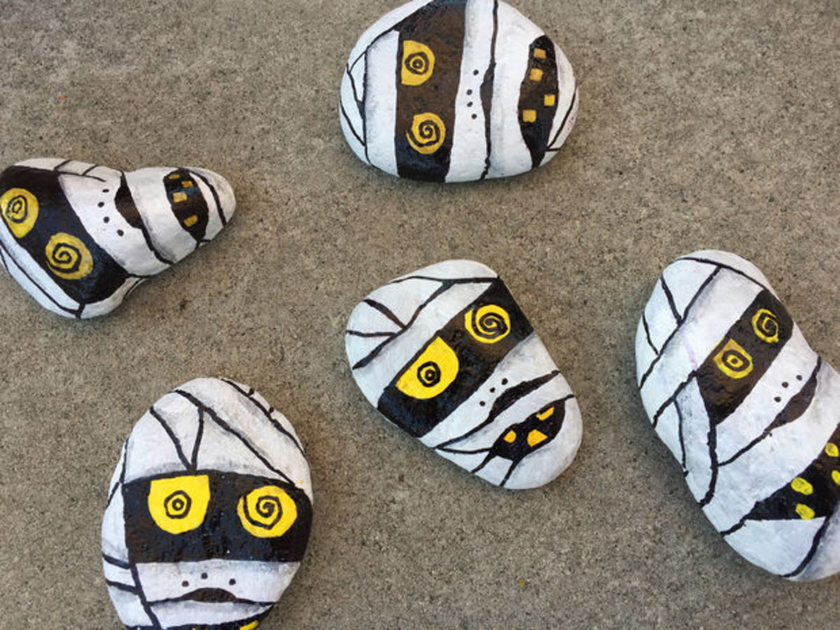 I really love these painted mummy rocks!