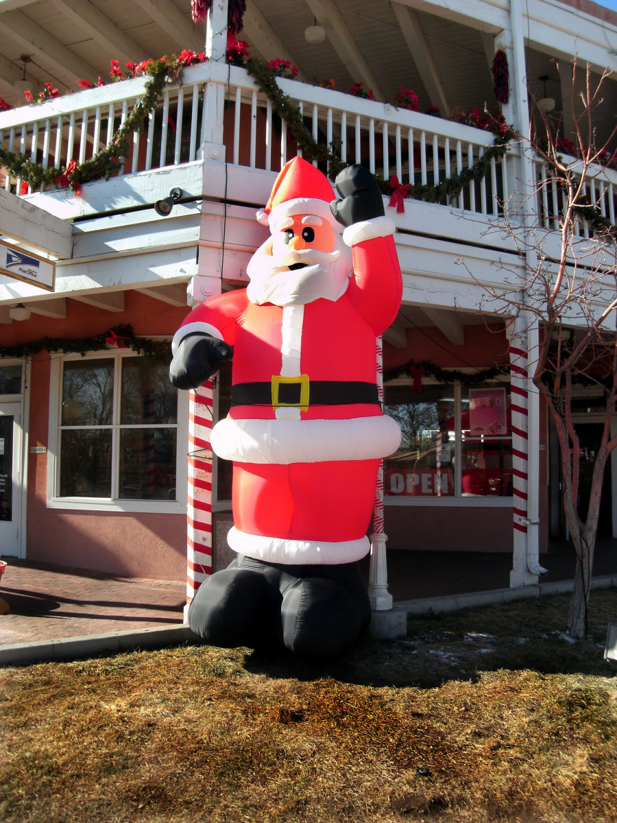 This Santa is nothing but a bunch of hot air, photo by author