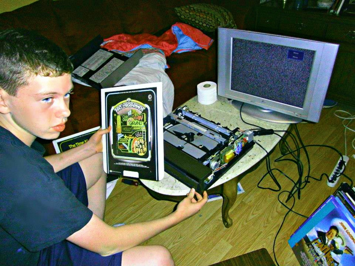 Grantley Waters repairing another Selectavision player, he fixed a laser disc player yesterday, and now he is working on this RCA Selectavison model. He has turned the living room into his repair shop. A good and productive way to spend a Summer.