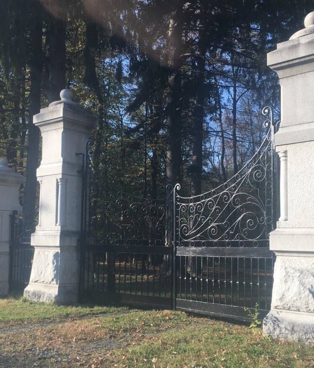 a-doorway-to-hell-forest-park-cemetery