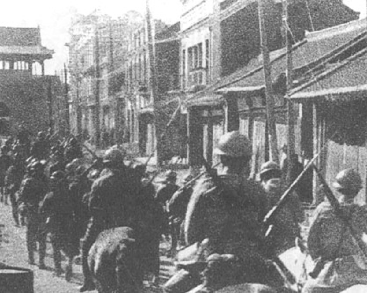 Japanese soldiers taking over Manchuria in 1931 : military indiscipline was prominent in any colonial army, but the Japanese one took it to extremes with deleterious effects upon democratic control.