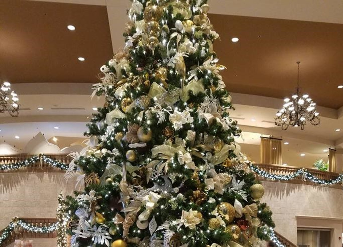 Christmas tree with lots of glamour - Royale Caribe Resort, Orlando.