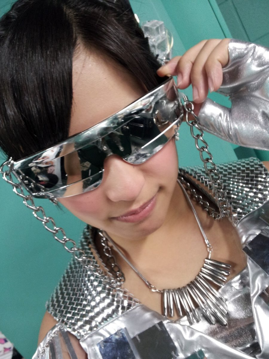 Haruka Nakagawa wearing sunglasses.