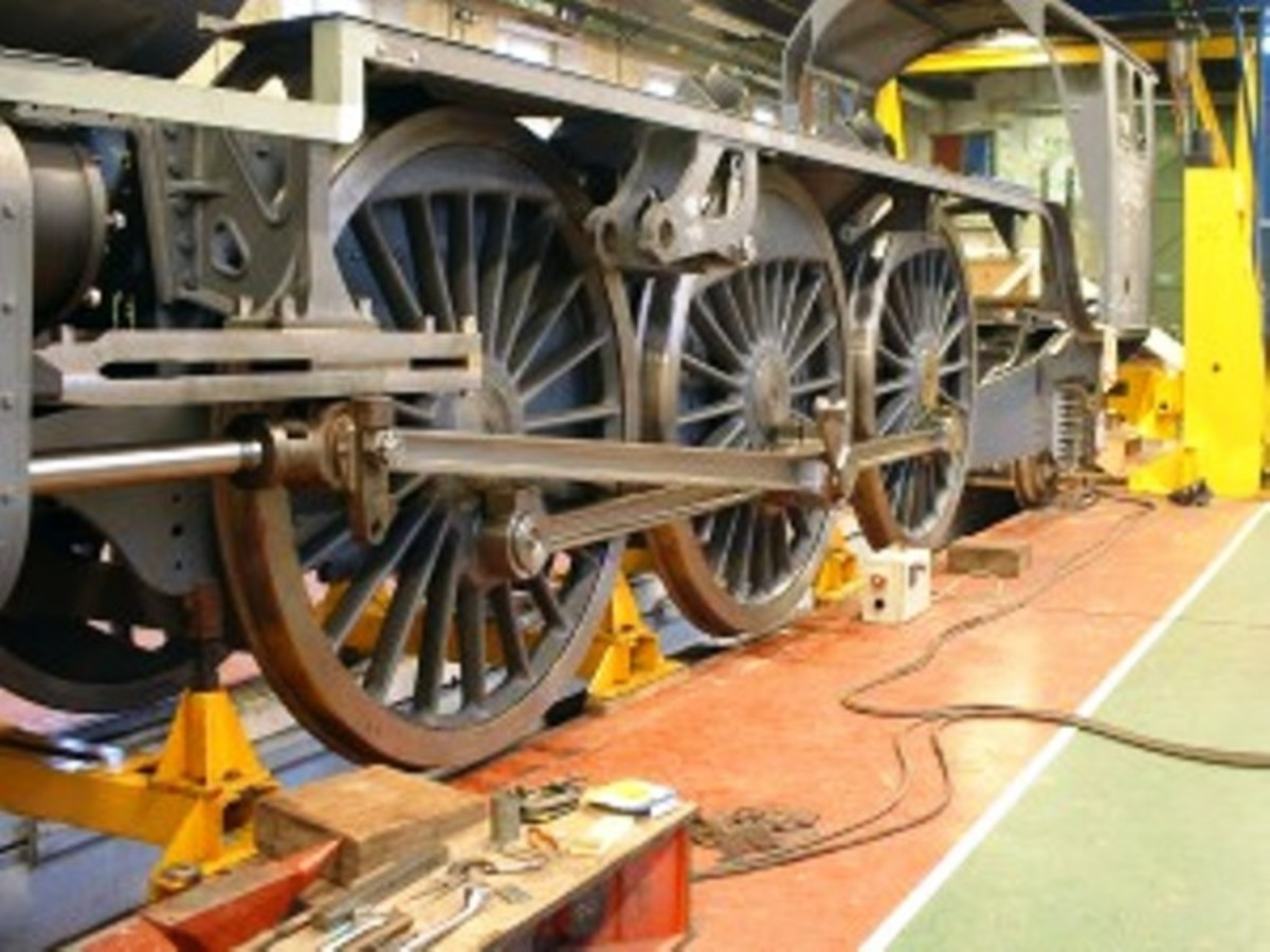 2007: 'Tornado' takes shape in Hopetown Works: frames assembled, wheeled and cab fitted...