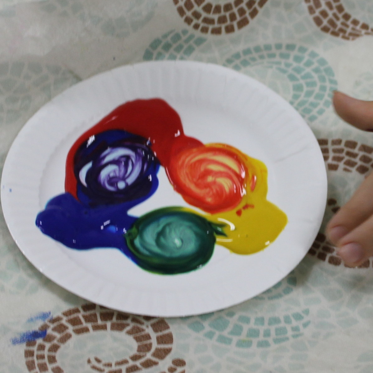 Mixing primary colors to make secondary colors